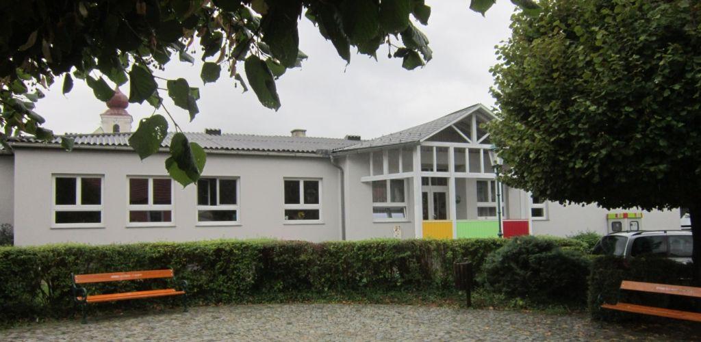 Pfarrkindergarten Pfarre St.Valentin Landschach Aussenasicht